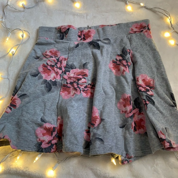 H&M Dresses & Skirts - Floral Skirt NEW